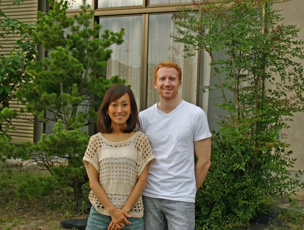 岡 智子さん、ジョン・エジーさん_写真1